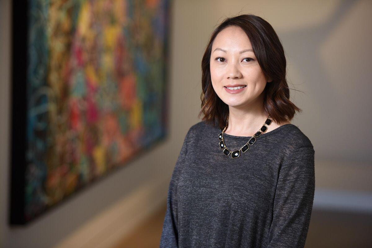 Sylvie Xiong Headshot